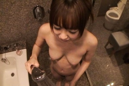 Sexy Yuu Shinoda takes a shower and then gets felt out