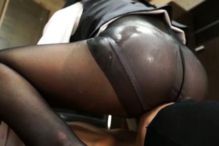 Bubble butt Av girl Yurika Miyaji flaunts her ass and gets teased